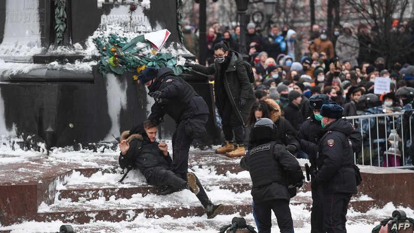 موسكو تعتقل مئات المحتجين.. وتطلب