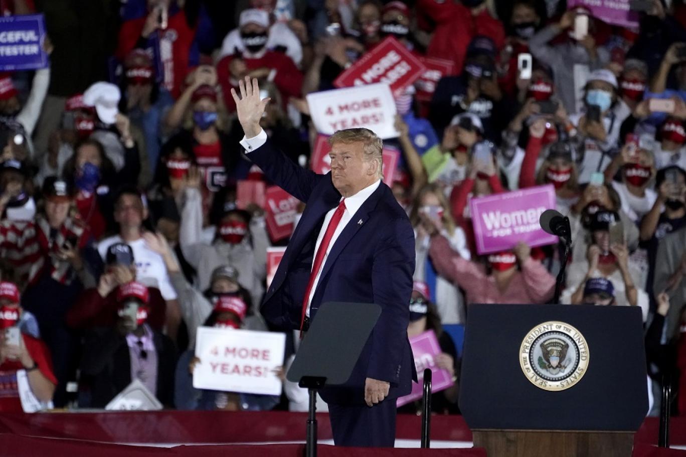 الرئيس الأميركي يرسم مرحلة ما بعد الانتخابات: انتعاش ترمب أو كساد بايدن