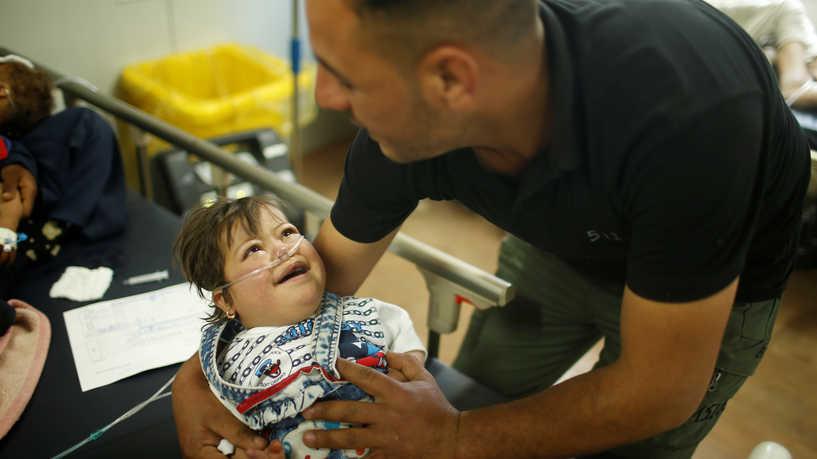 أصيب أقاربه في انفجار فتغيرت حياته.. من قصص عمال الإغاثة العراقيين