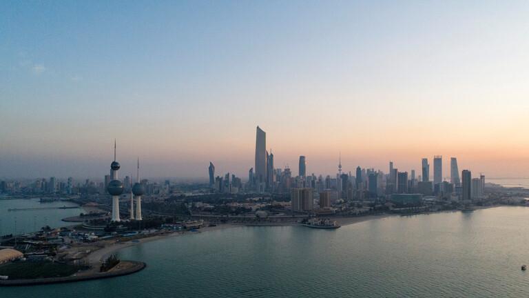 الحكومة الكويتية تغلق منافذها البرية والبحرية