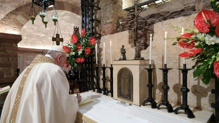 مرسوم فاتيكاني بالزام العاملين لدى الكرسي الرسولي إجراء لقاح كورونا