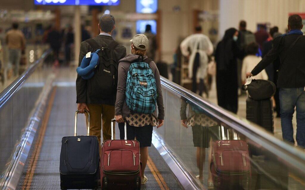 بلد عربي يمنع مواطنيه غير المطعمين من السفر