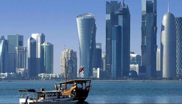 بالصورة: إليكم حقيقة توقف قطر عن تجديد إقامات من هم فوق الـ45 عاما!