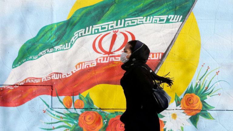 بالفيديو: الشرطة الايرانية تعتقل سيدة بسبب الحجاب!
