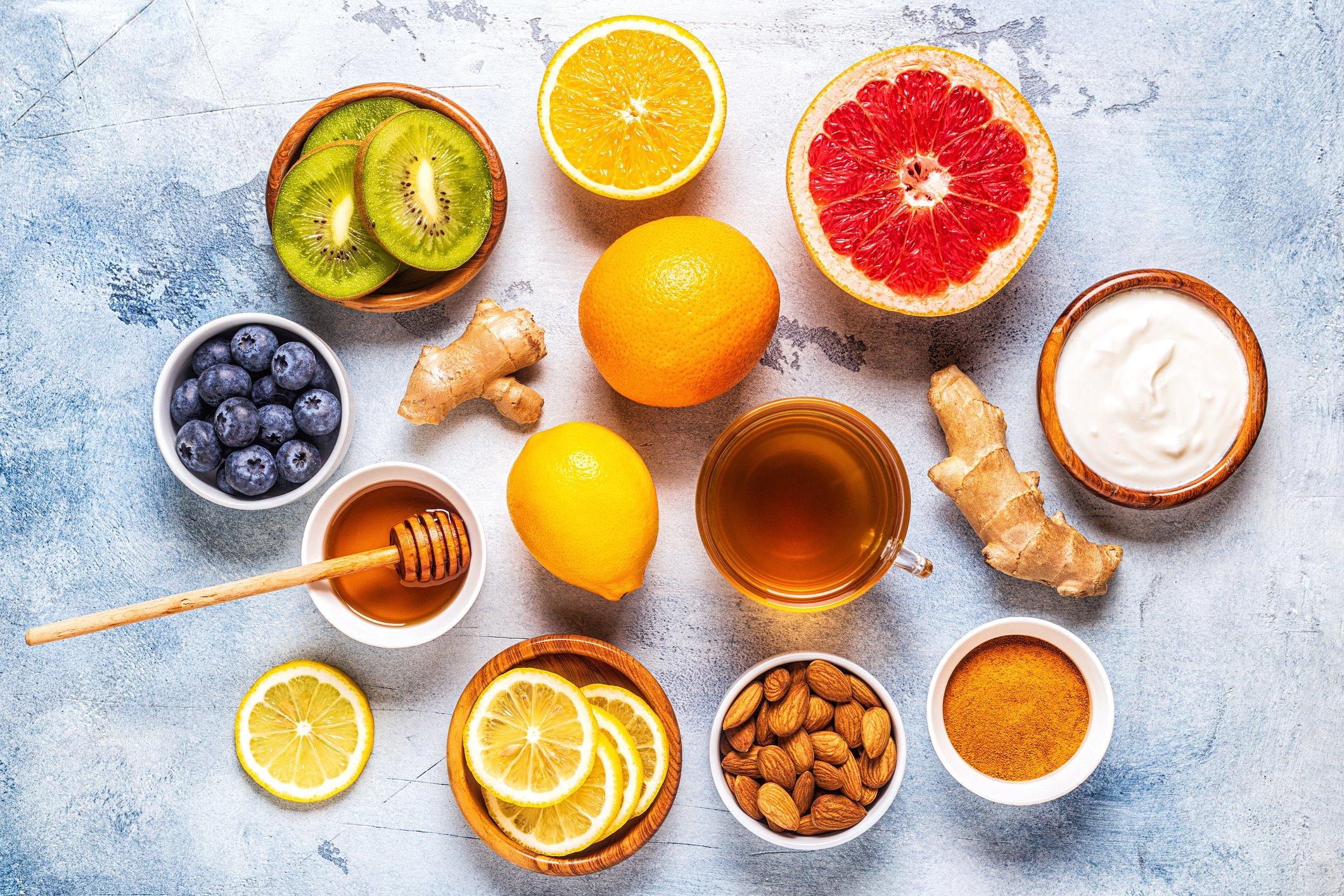 ليس فقط الليمون... مواد غذائية أهم لا بد من تناولها يومياً في عصر كورونا