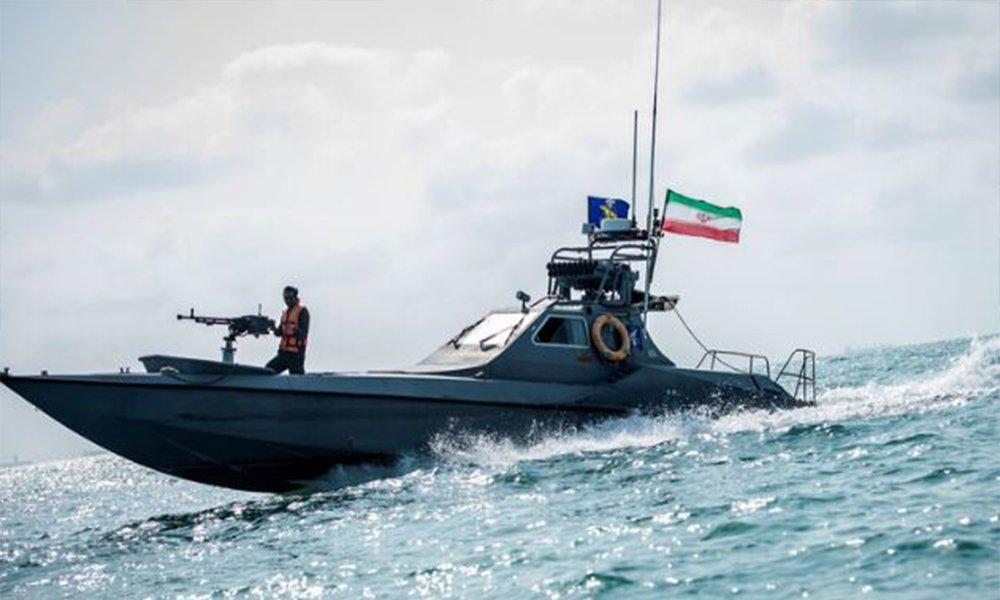البنتاغون يكشف عن مناورة إيرانية غير آمنة في مضيق هرمز