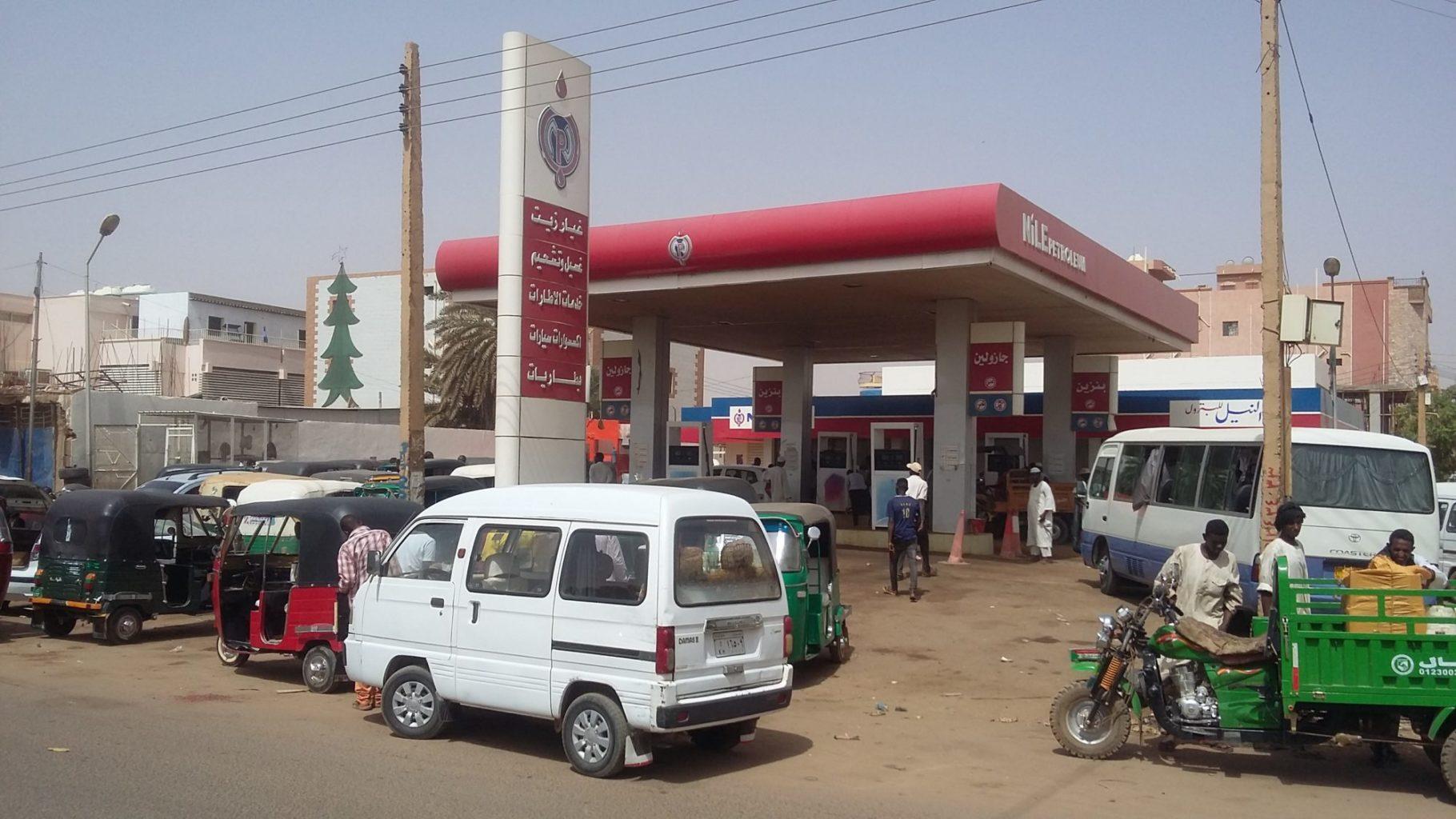 أسعار الوقود يصدم الشارع السوداني