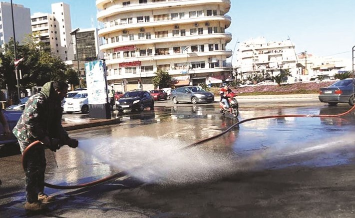 فوضى عارمة في لبنان.. حراك المحتجين يبلغ حدا متقدما ودعوة إلى إقفال جميع الطرق
